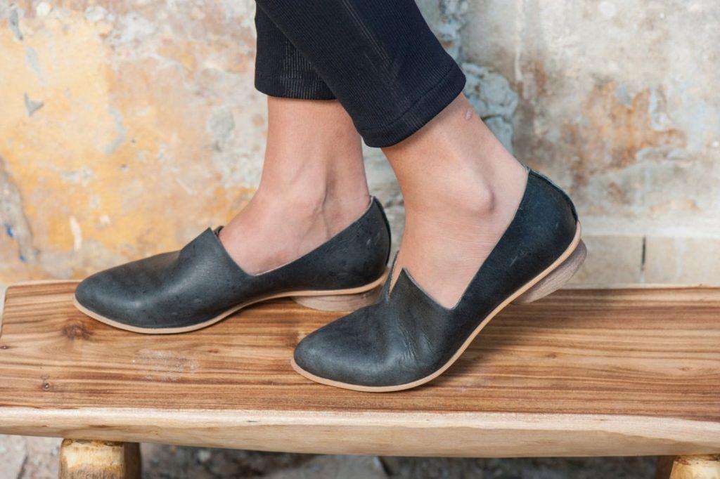 woman wearing leather black flats