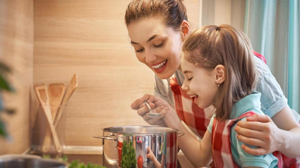 getting your kids to eat healthy by cooking together
